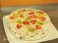Studený ovocný koláč -  Zmiešame smotany, kryštálový cukor, vanilkový cukor a pridáme želatínový stužovač. Do tortovej formy ukladáme...
