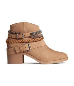 H&M Coachella ankle boots! H&m Shoes, Sock Shoes, Me Too Shoes, Shoe Boots, Coachella, Kinds Of Shoes, Boot Shop, Suede Ankle Boots, Shoe Game