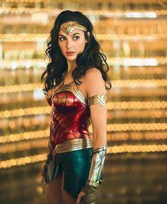 Wonder Woman Art, Gal Gadot Wonder Woman, Wonder Woman Movie, Wonder Women, Rita Moreno, Rashida Jones, Elisabeth Moss, John Krasinski, West Side Story