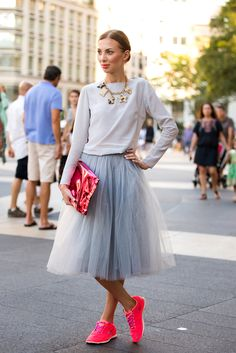 Looks to Try to Spice Up Your Style a tutu with neon sneakers? my kinda outfit.a tutu with neon sneakers? my kinda outfit. Ny Fashion Week, Moda Fashion, New York Fashion, Skirt Fashion, Fashion Tag, Style Fashion, Fashion Models, Net Fashion, Fashion Images