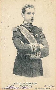 King Alfonso XIII of Spain was literally born a King since his father died before he was born.  His mother served as regent until Alfonso turned 16.  He abdicated to his son Juan at age 45 and died a month later.  He is the grandfather of the current King Juan Carlos.