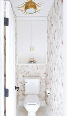 A dark and dated ensuite gets a glamorous update - Water closet dressed in floral wallpaper and geometric floor tiles {PHOTO: Phil Crozier} - Toilet Closet, Bathroom Closet, Master Bathroom, White Bathroom, Cream Bathroom, Condo Bathroom, Bathroom Signs, Small Bathroom Storage, Bathroom Styling