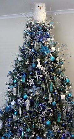 Get plenty of inspiration with these beautiful Christmas tree ideas. From rustic to farmhouse Christmas trees, there are ideas for every style of decor. Peacock Christmas Tree, Blue Christmas Decor, Gold Christmas Decorations, Beautiful Christmas Trees, Christmas Tree Themes, Christmas Tree Toppers, Xmas Tree, Christmas Traditions, Merry Christmas