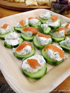 Cucumber with cream cheese dill dip and salmon. Quick snacks in summer. Informations About Drei schnelle, gesunde Apéroideen Pin You can easily … Dill Dip, Party Finger Foods, Party Snacks, Party Sandwiches, Picnic Foods, Quick Snacks, Salmon Recipes, Caprese Salad, Tuna Salad
