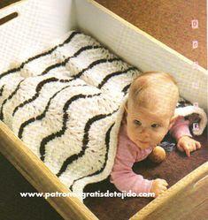Mantillaa tejida para bebé con ondas