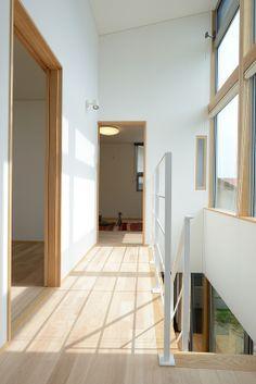 H-R house:明るくて開放的な二階ホール。廊下の距離感がちょうどよい感じです。