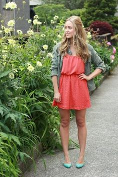 Great chilly summer a.a Vancouver look: flirty tangerine dress and turquoise shoes grounded by a sturdy jacket. All About Fashion, Love Fashion, Fashion Beauty, Spring Fashion, Vestidos Color Coral, Turquoise Heels, Coral Turquoise, Tangerine Dress, Olive Jacket