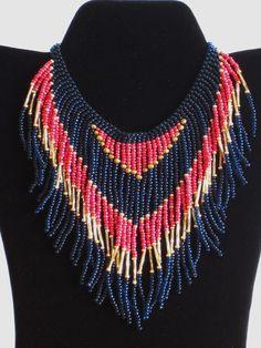 Collar tribal collar con flecos estilo nativo americano en rojo, oro y azul oscuro
