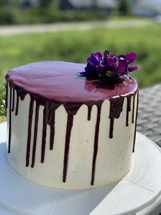 Glutenfri gulrotkake med ostekrem og drip sjokoladeganache Panna Cotta, Cake, Ethnic Recipes, Desserts, Food, Tailgate Desserts, Dulce De Leche, Deserts, Kuchen