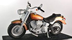 http://www.yenersway.com/tutorials/3d-cakes/3d-cruiser-motorcycle-cake/