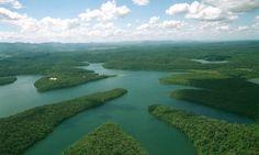 Rompimento das barragens da mineradora Samarco destruiu o curso de água