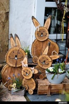 DIY Easter bunnies made of tree slices # wooden disc decoration DIY .- DIY Osterhasen aus Baumscheiben DIY – Projekt Osterhasen aus B… DIY Easter bunnies made from tree slices # wooden disc decoration DIY project Easter bunnies made from tree slices - Diy Projects Easter, Easter Crafts, Easter Decor, Wood Log Crafts, Tree Slices, Wooden Diy, Yard Art, Easter Bunny, Diy And Crafts