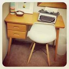 For some of us the office is a sacred place. It is in our office that we conduct our work, witnessing our harshest intellectual struggles. Vintage Writing Desk, Retro Desk, Garage Sale Finds, Study Space, Midcentury Modern, Antique Furniture, Home Office, Corner Desk, Chair