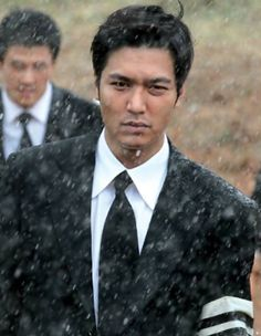 Lee Min Ho gives off a mature vibe in new Gangnam Blues still