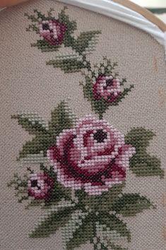 Beaded Cross Stitch, Cross Stitch Borders, Cross Stitch Flowers, Cross Stitch Embroidery, Cross Stitch Patterns, Embroidery On Kurtis, Embroidery Fashion, Hand Embroidery Designs, Embroidery Patterns