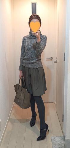 Grey sweater: Des Pres, Khaki skirt: Nolley's, Bag: Celine, Pumps: Fabio Rusconi