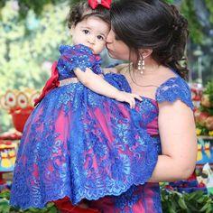 Um bom dia cheio de ❤️!!! Alessandra e sua princesa Laura vestem Cecília Cavalcante!!! Registro lindo por @anagalvaofotos
