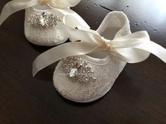 Baptism Shoes with Rhinestones These pre-walking, soft sole baby crib shoes are light and comfortable. Girls Baptism Dress, Baby Girl Baptism, Baby Girl Christening Outfit, Baby Baptism Gifts, Baptism Gown, Flower Girl Shoes, Girls Shoes, Outfit Bautizo, Baptism Party Decorations