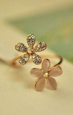 Spring flowers, anyone? #Flower #Ring #Gold #GoldRing