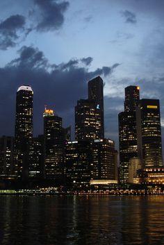 City night scape. #Singapore #traveldestination #vacationideas #travelideas #placestotravel #placestovisit www.haisitu.ro