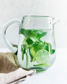 The perfect easy and healthy drink, this lime water recipe with mint looks beautiful and tastes extraordinarily refreshing. #water #limewater #lime #entertaining #party #healthy #drink Flavored Water Recipes, Health Drinks Recipes, Mint Recipes, Healthy Drinks, Healthy Water, Juicer Recipes, Salad Recipes, Healthy Food, Healthy Recipes
