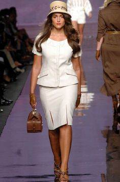 Vogue Fashion, Curvy Fashion, Plus Size Fashion, Fashion Looks, Milan Fashion, Bikini Luxe, Metallic Jacket, Moda Plus Size, Office Fashion