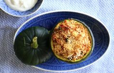 Ein tolles vegetarisches Gericht Couscous mit einem Sommerkürbis. Auf meinem Blog findet ihr das Rezept. Zucchini, Healthy Food, Healthy Recipes, Vegetables, Blog, Vegetarian Dish, Baked Pumpkin, Easy Meals, Amazing