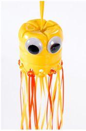 Medusa con botella de plástico