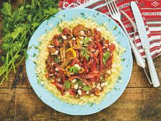 Hovězí tažín s meruňkami, mandlemi a paprikou — CULINA BOTANICA Pasta Salad, Ethnic Recipes, Food, Red Peppers, Crab Pasta Salad, Essen, Meals, Yemek, Eten