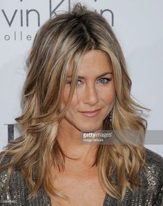 Jennifer Aniston Casual Long Wavy Hairstyle - Dark Champagne Blonde Hair Color with Light Blonde Highlights Cabelo Jenifer Aniston, Jennifer Aniston Haircut, Jennifer Aniston Hair Color, Light Blonde Highlights, Dark Blonde Hair Color, Honey Blonde Hair, Ash Blonde, Golden Highlights, Sand Blonde Hair