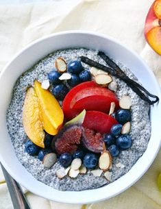 11 mennyei chia puding recept Mango Chia Pudding, Vegan Chia Seed Pudding, Chia Pudding Breakfast, Superfood, Chia Puding, Almond Milk Recipes, Clean Eating Desserts, Quick Healthy Breakfast, Healthy Salad Recipes