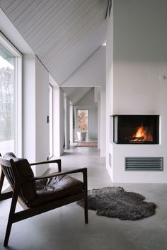 IsoBoard can be retrofitted: either just beneath an existing ceiling, or between trusses, beams and rafters. This look can also be achieved with IsoBoard. In case of a fire, it will shrink away. Living Room With Fireplace, Home Living Room, Living Room Grey, Interior Architecture, Interior And Exterior, Hallway Designs, Prefab Homes, Fireplace Design, Little Houses