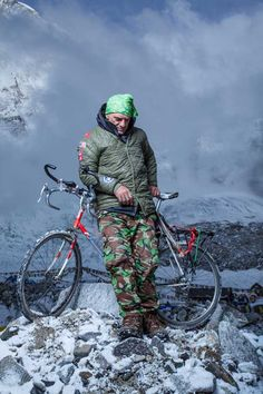 Riding Everest: Aydin Irmak knows his goal—to carry his beloved single speed to the summit—is highly improbable. Everyone at Base Camp has already told him as much. But the 46-year-old Turkish New Yorker refuses to call it quits. #cycling #Everest