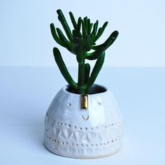 Little mountain pot, with a gold nose! Perfect little plant pot! #atelierstellaceramics