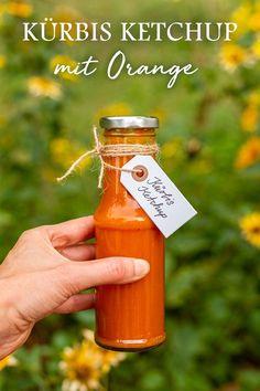 Ganz leicht Ketchup aus Kürbis selber machen #diy #pumpkin #herbst #saisonal Orange, Ketchup, Hot Sauce Bottles, Food, Ideas For Gifts, Fall, Diy, Meal, Hoods