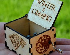 Cuzit Game of Thrones Movie Theme Music Box Wooden Engraved Hand Crank Musical Toy Winter is coming Tune Great Gift For GOT Fans Husband Friend Dad Father Man-Blue