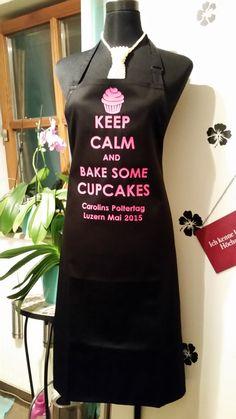 Personalisierte Schürze von tachinedas-kreativshop.com für einen Junggesellinenabschied. Die Mädels haben der Braut einen Cupcake-Backkurs geschkenkt, das war also genau das richtige Outfit !