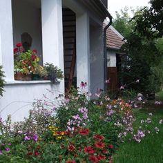 Égkőris Vendégház Bakonyszücs - Szallas.hu Cottage Homes, Pergola, Windows, Plants, House, Home, Outdoor Pergola, Plant, Homes