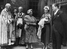 1955 ~ Earl Edward Spencer - and his first wife with Queen Elizabeth the Queen Mother - at Westminster Abbey after the christening of their daughter, Sarah (Diana's sister) in far the ties of Prince Charles & Lady Diana go back Princess Diana Photos, Princes Diana, Spencer Family, Lady Diana Spencer, Elizabeth Ii, Princess Athena Of Denmark, The Heir, Isabel Ii, Baby George