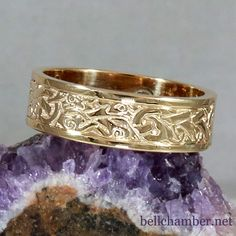 Celtic Wolf Ring in Yellow Gold, 4mm wide