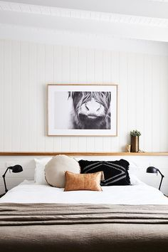 20 Neutral Bedroom Design and Decor Ideas to Add Simplicity and Charm to Your Bedroom - The Trending House Minimalist Bedroom, Modern Bedroom, Master Bedroom, White Bedrooms, Neutral Bedrooms, Bedroom Black, Minimalist Design, Serene Bedroom, Pretty Bedroom