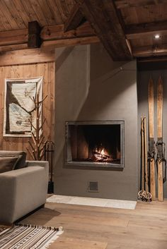 Log Home Decorating Nothing but charming suggestions for a rustic and charming log home decorating modern diy Log Decor Suggestion generated on 20181130 Chalet Design, Chalet Style, Lodge Style, Living Room Decor Inspiration, Workspace Inspiration, Log Decor, Diy Home Decor, Grey Kitchen Designs, Log Home Interiors