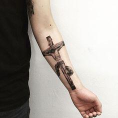 Figura central do Cristianismo, Jesus Cristo morreu na cruz para libertar a humanidade