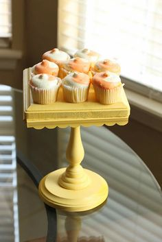 Love this square DIY Cupcake Stand
