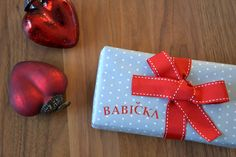 Polka dot wrapping paper & red ribbon I Paper Crane Adventures