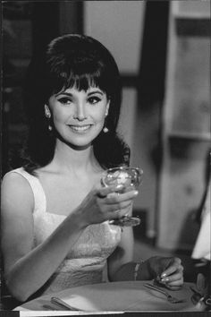 "Marlo Thomas of TV series ""That Girl,"" 1966"