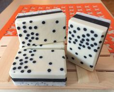 Black and white soap, created for the January 2016 challenge on the Soapmakingforum.com. Poppyseeds - small and large :)