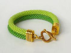 W zieleniach zakochaj się! - Projektownia - #Bransoletka #podwójna z koralików Toho. #zielonomi #bracelet #madewithlove #beadcrochet #double#green #hancrafted #jewelry