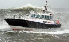Live (manned) self righting capsize trial Interceptor 48 Pilot Safehaven Marine (video)
