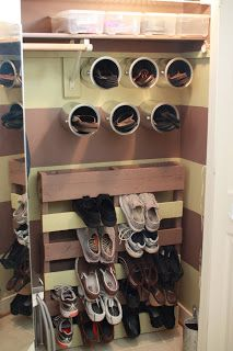 Can Storage for flip flops! And pallet for shoe rack! Would be great in – Top Trend – Decor – Life Style Home Office Organization, Organization Hacks, Organizing Ideas, Wooden Crates Shoe Storage, Can Storage, Storage Ideas, Smart Storage, Garage Storage, Extra Storage